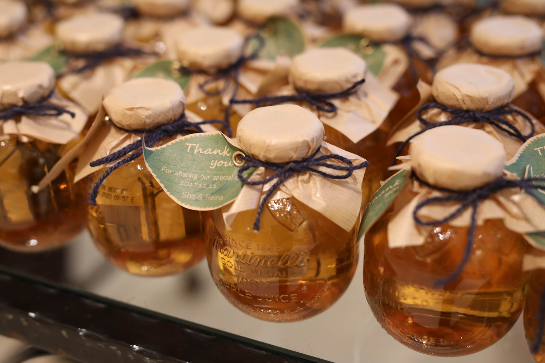 高松市の結婚式場アイルバレクラブのプチギフトのアップルジュース