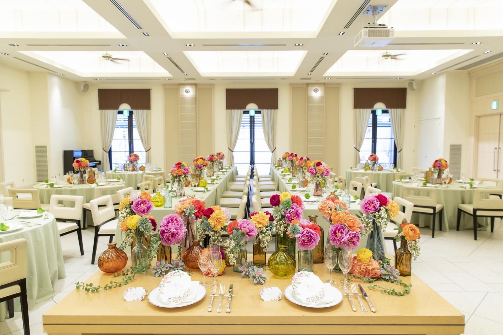 高松市の結婚式場アイルバレクラブのプラウのテーブルコーディネート