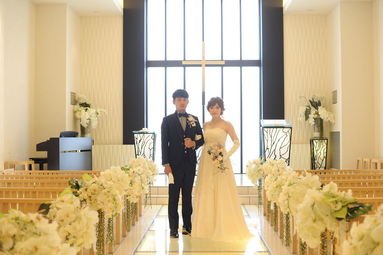 高松市の結婚式場アイルバレクラブの結婚式当日にチャペルで写真撮影