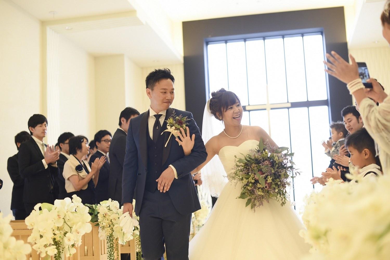 高松市の結婚式場アイルバレクラブの新郎新婦の退場シーン
