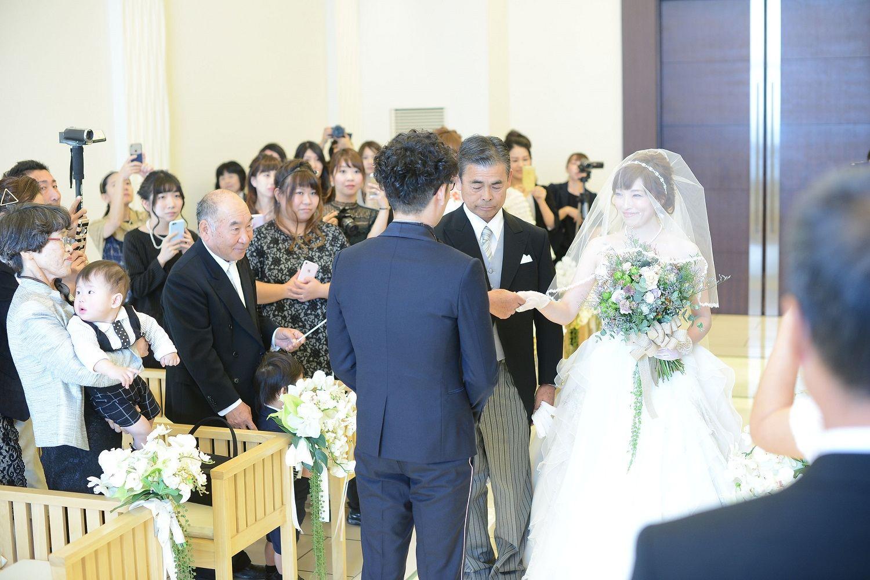 高松市の結婚式場アイルバレクラブで新婦父との入場