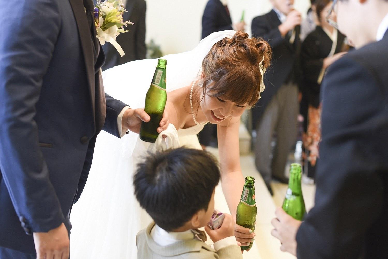 高松市の結婚式場アイルバレクラブの新婦とゲストのお子様