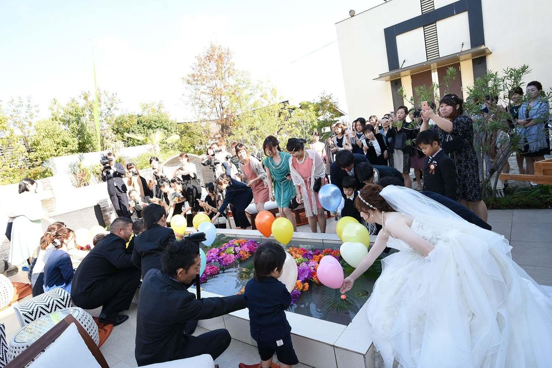 高松市の結婚式場アイルバレクラブのガーデンでのアフターセレモニー