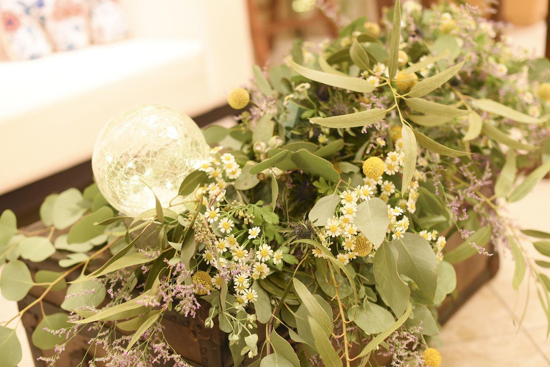 高松市の結婚式場アイルバレクラブの披露宴会場のナチュラルな装飾