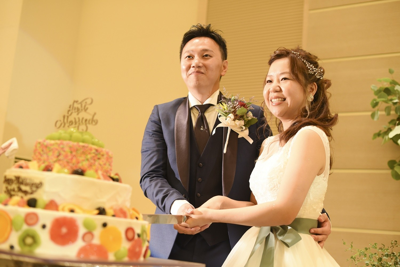 高松市の結婚式場アイルバレクラブでケーキ入刀