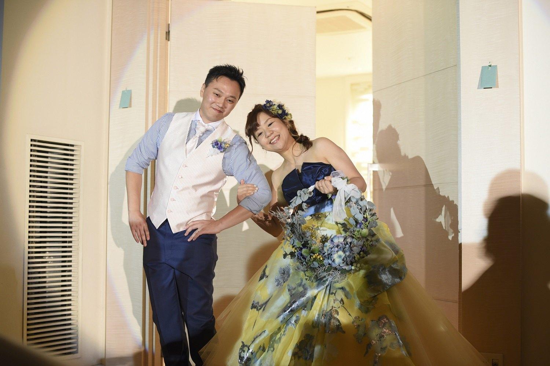 高松市の結婚式場アイルバレクラブで新郎新婦との記念写真