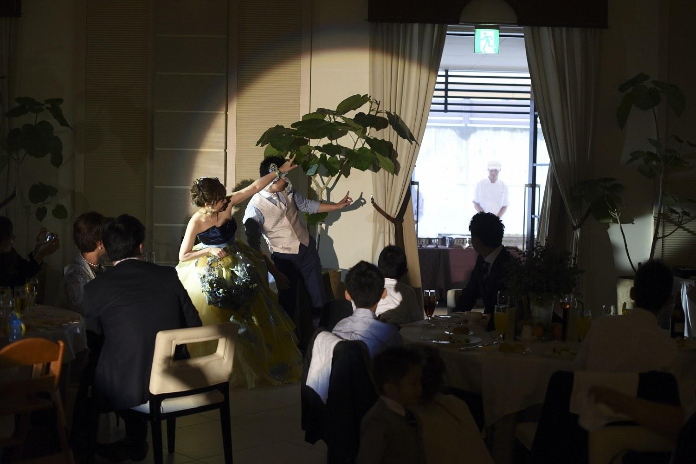 高松市の結婚式場アイルバレクラブのガーデンでサプライズの鉄板焼き