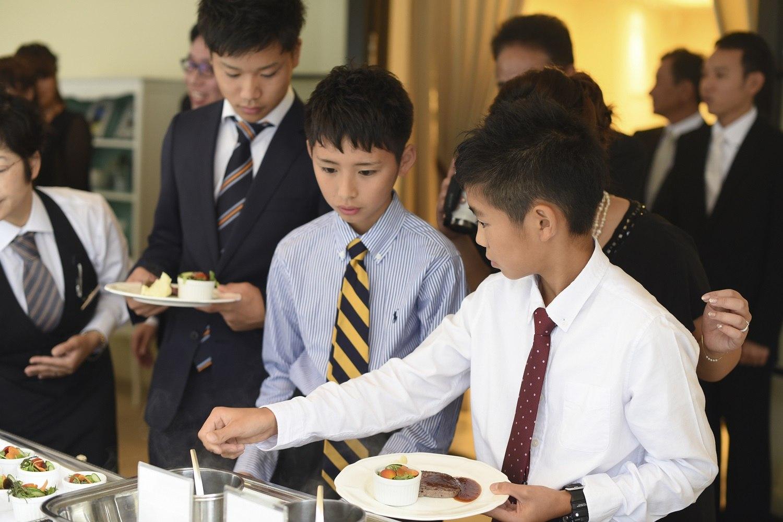高松市の結婚式場アイルバレクラブのお肉料理のビュッフェスタイル