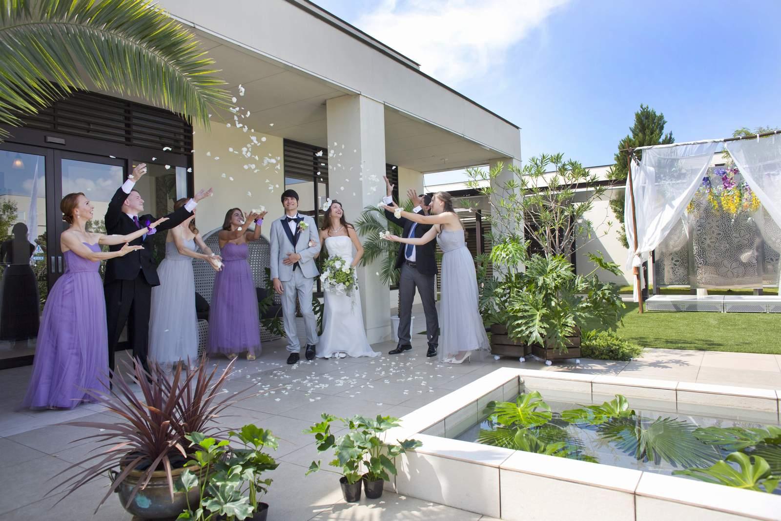 高松市の結婚式場アイルバレクラブのフラワーシャワー