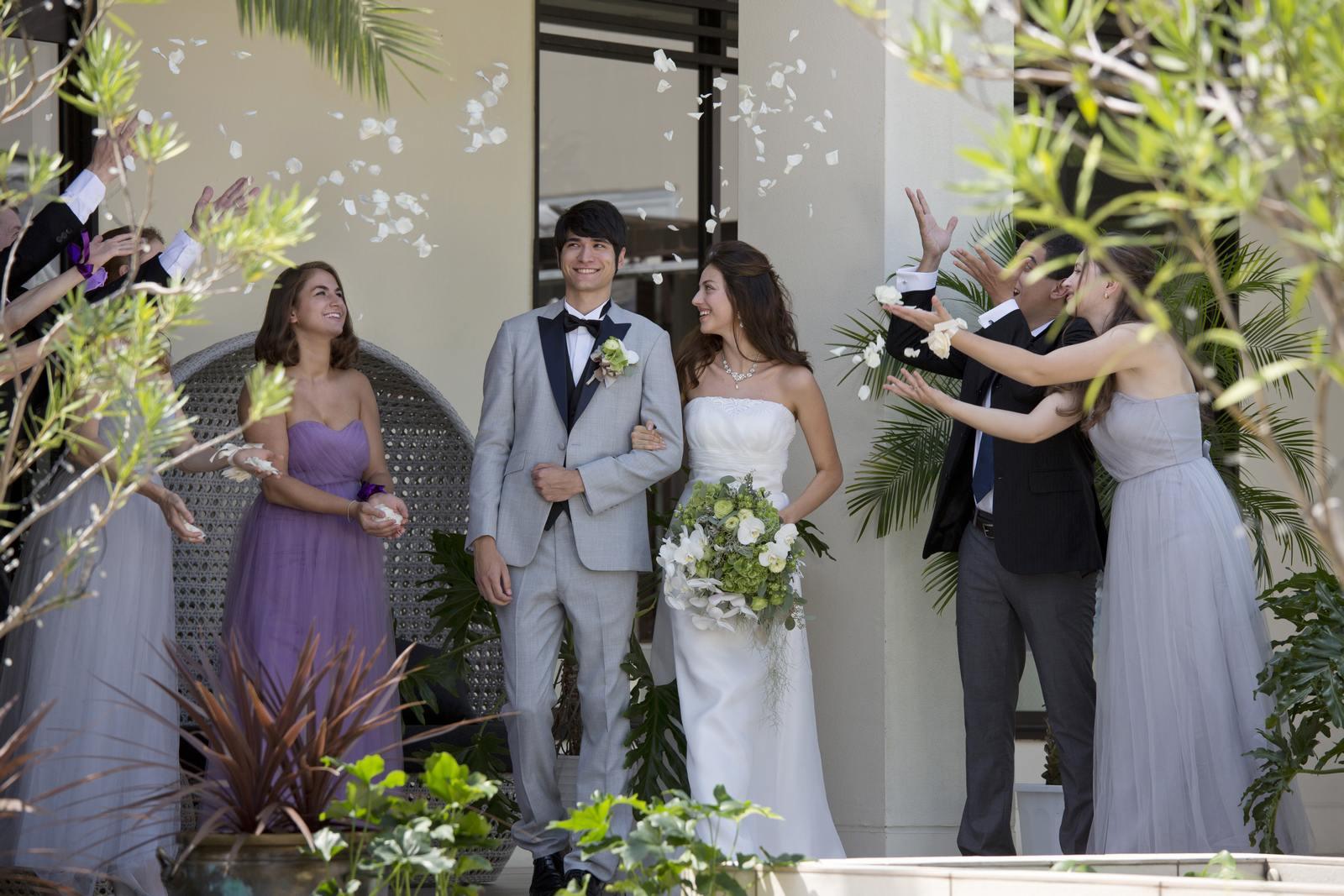 高松市の結婚式場アイルバレクラブのフラワーシャワーイメージ