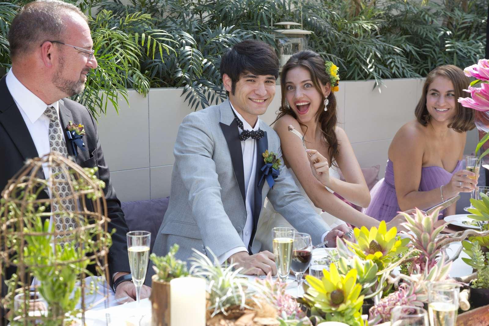 高松市の結婚式場アイルバレクラブのガーデンでの新郎新婦のイメージ