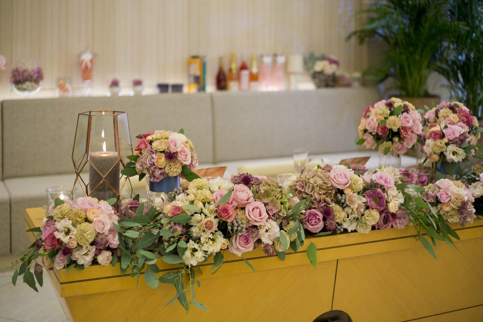 高松市の結婚式場アイルバレクラブの披露宴会場プラウの高砂