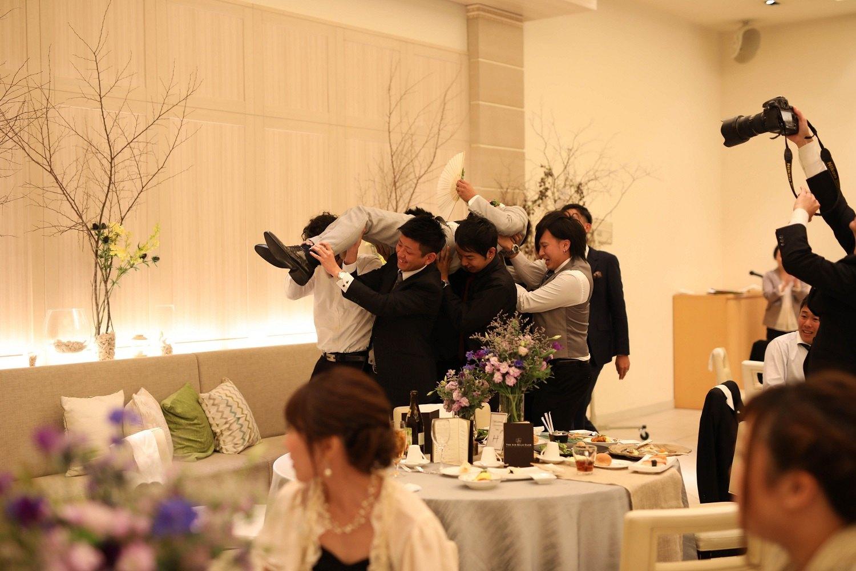 高松市の結婚式場アイルバレクラブの新郎とゲスト
