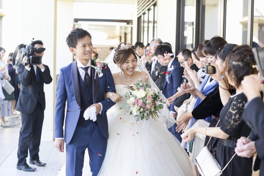 高松市の結婚式場アイルバレクラブでフラワーシャワー