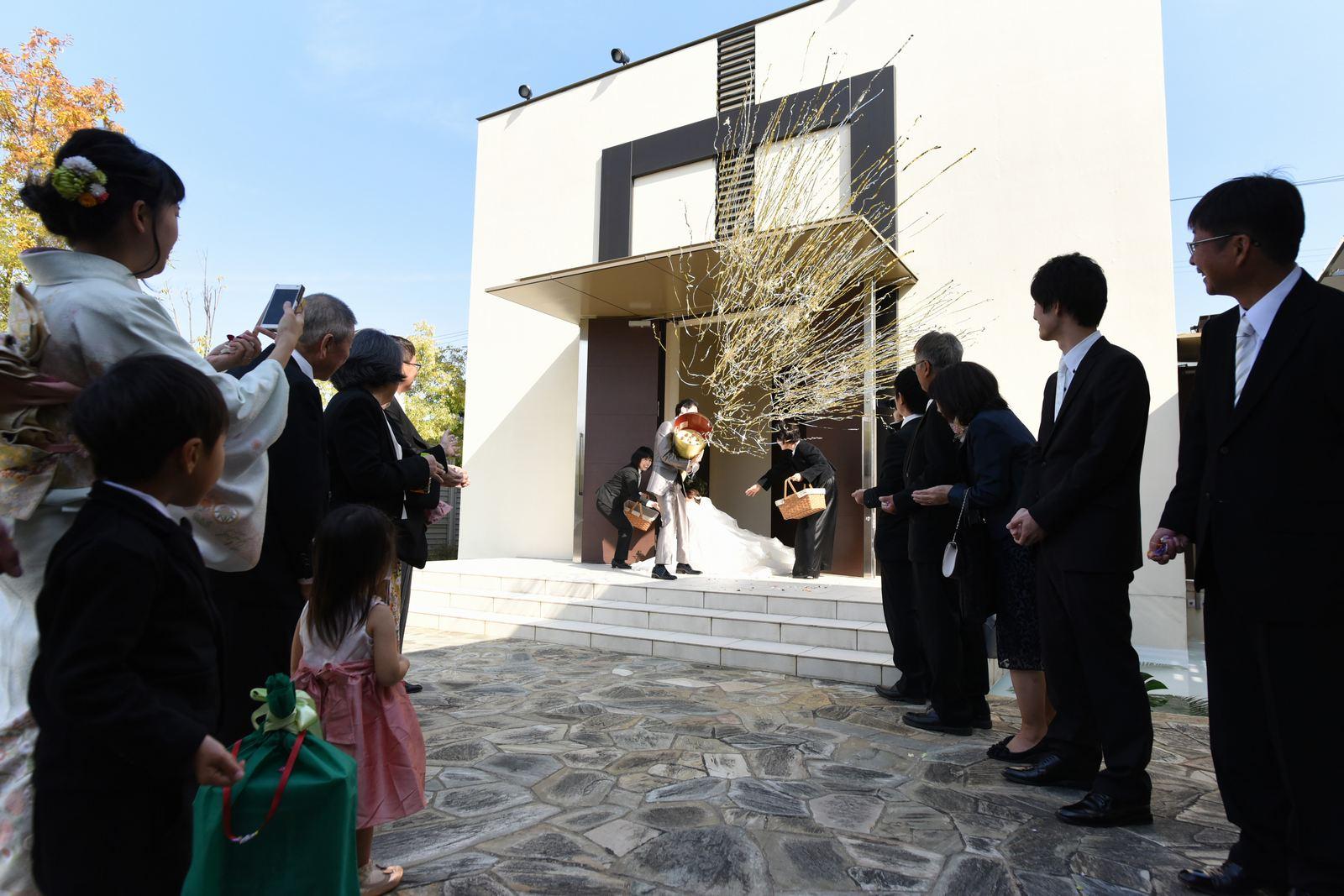 高松市の結婚式場アイルバレクラブのアフターセレモニーでジャンボクラッカー