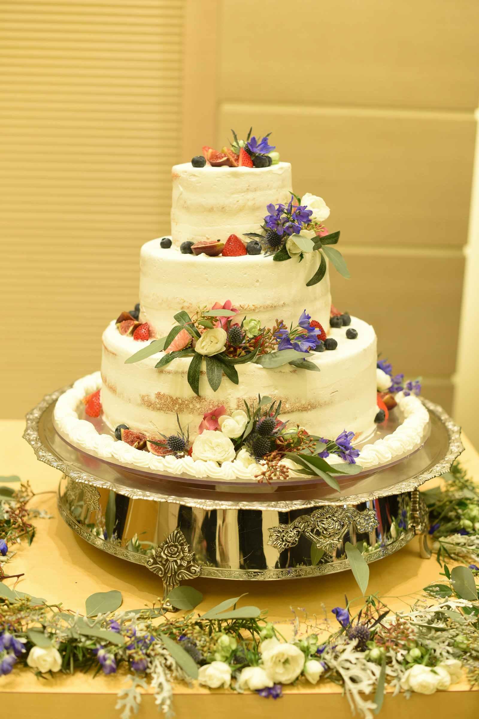 高松市の結婚式場アイルバレクラブのナチュラルなウエディングケーキ