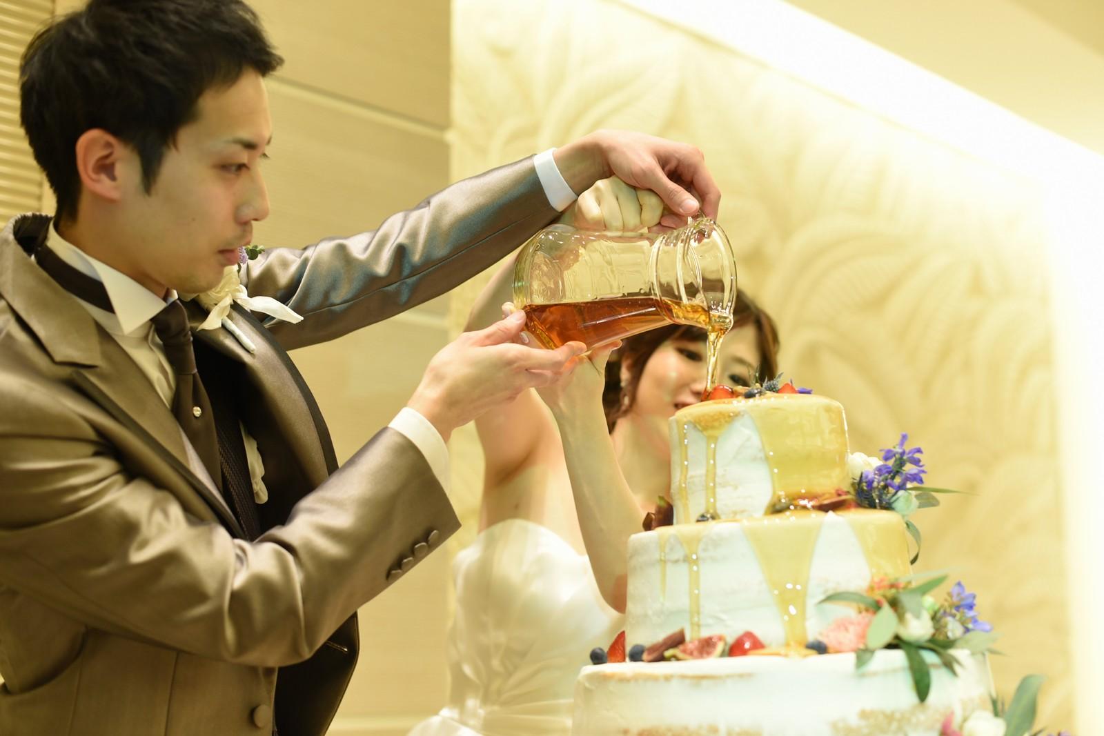 高松市の結婚式場アイルバレクラブでウエディングケーキにカラードリップ