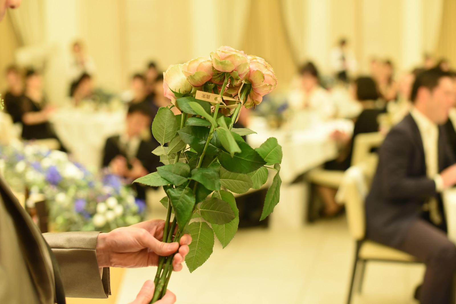 高松市の結婚式場アイルバレクラブでダーズンローズのセレモニー