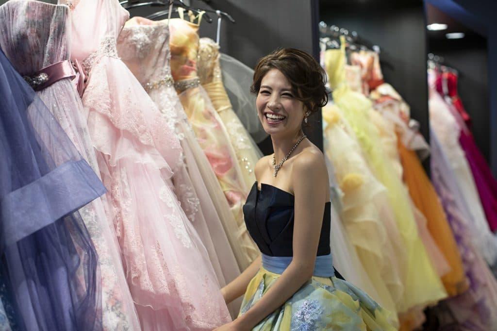 高松市の結婚式場アイルバレクラブのカラードレス