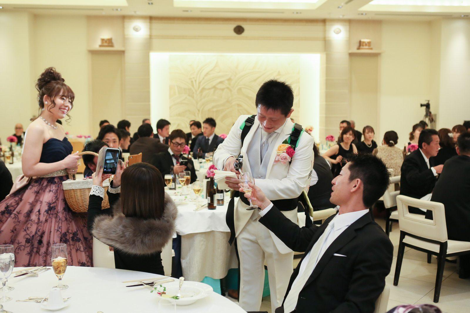 高松市の結婚式場アイルバレクラブでテーブルラウンド