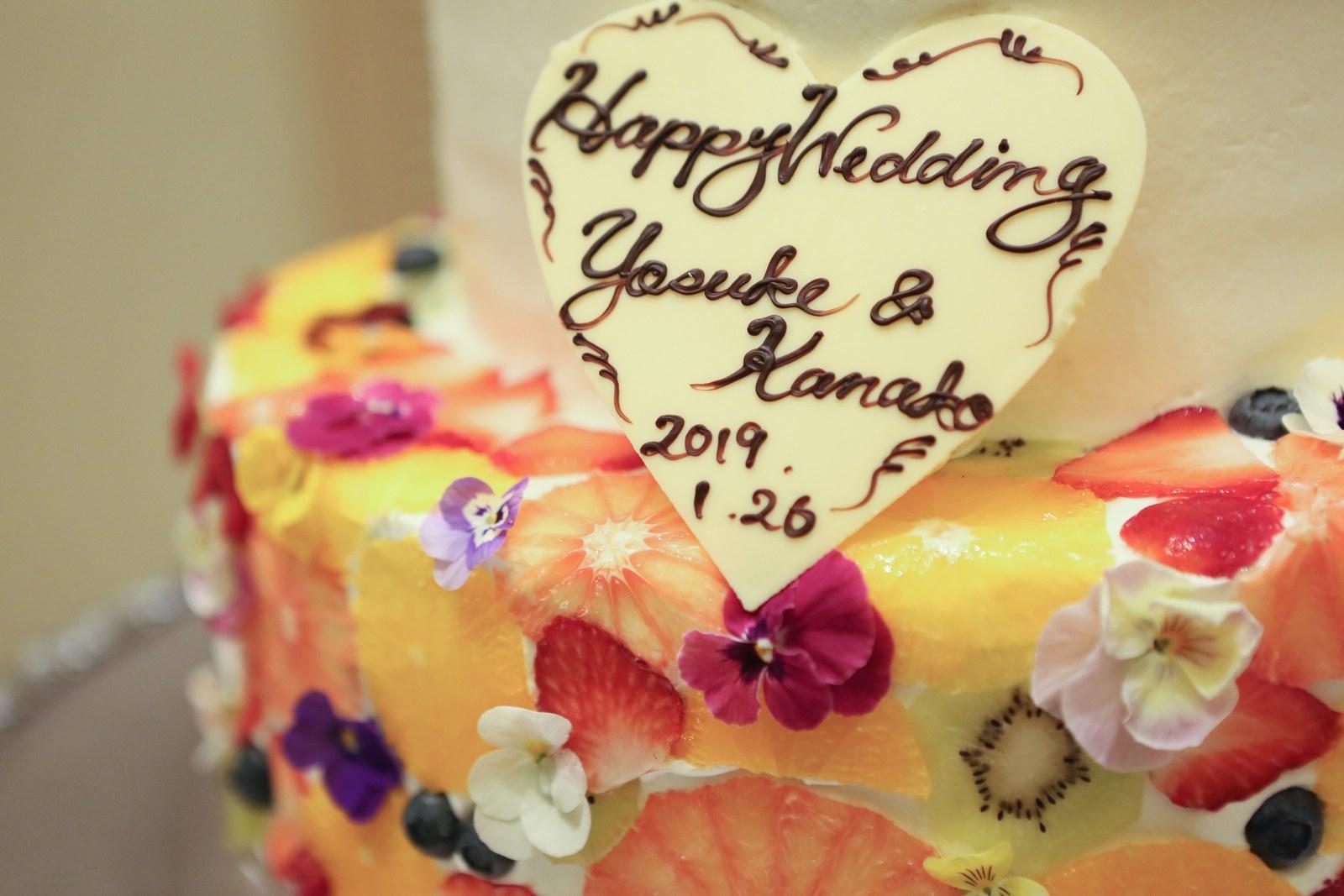 高松市の結婚式場アイルバレクラブのフルーツの断面がきれいなウエディングケーキ