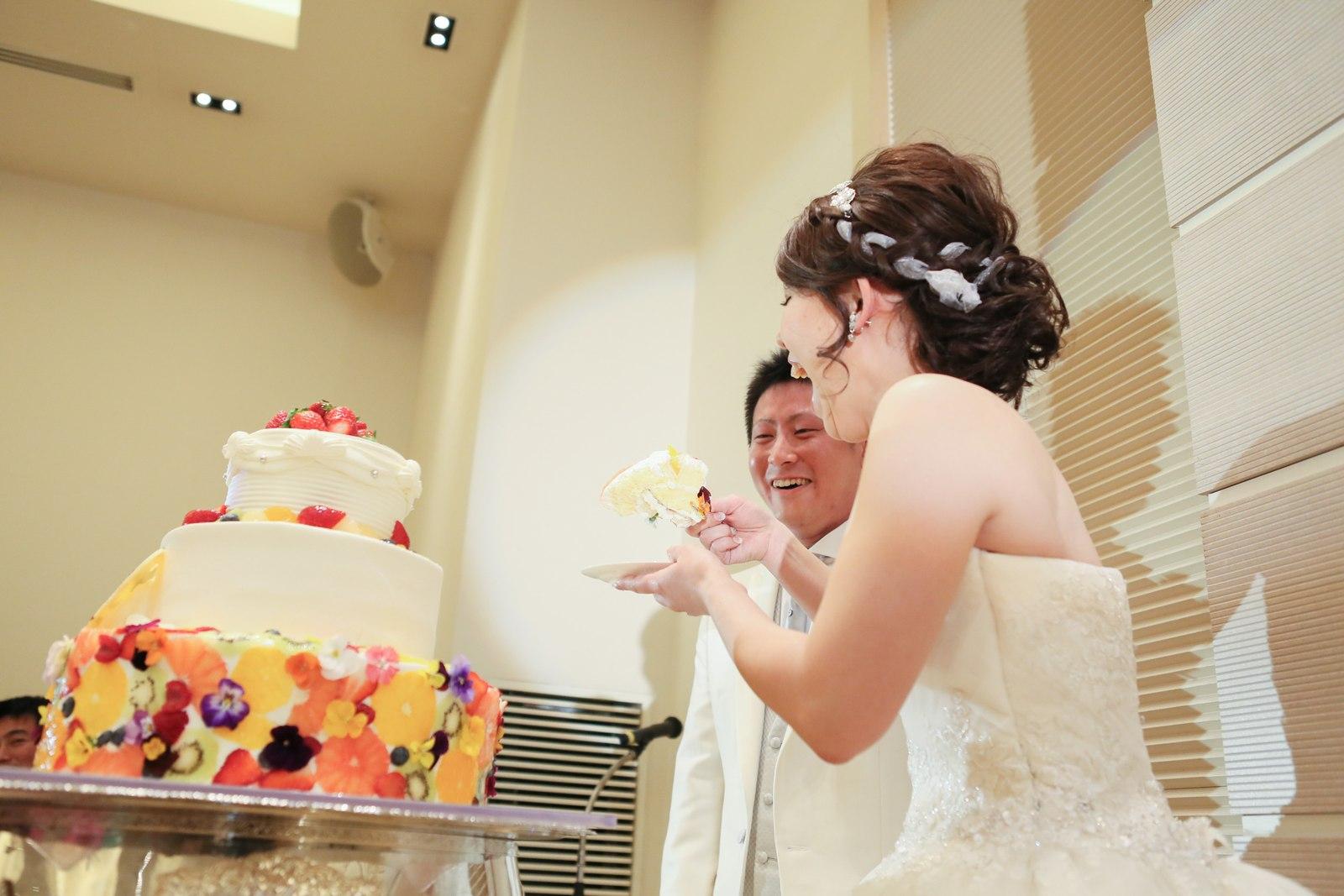 高松市の結婚式場アイルバレクラブでファーストバイト