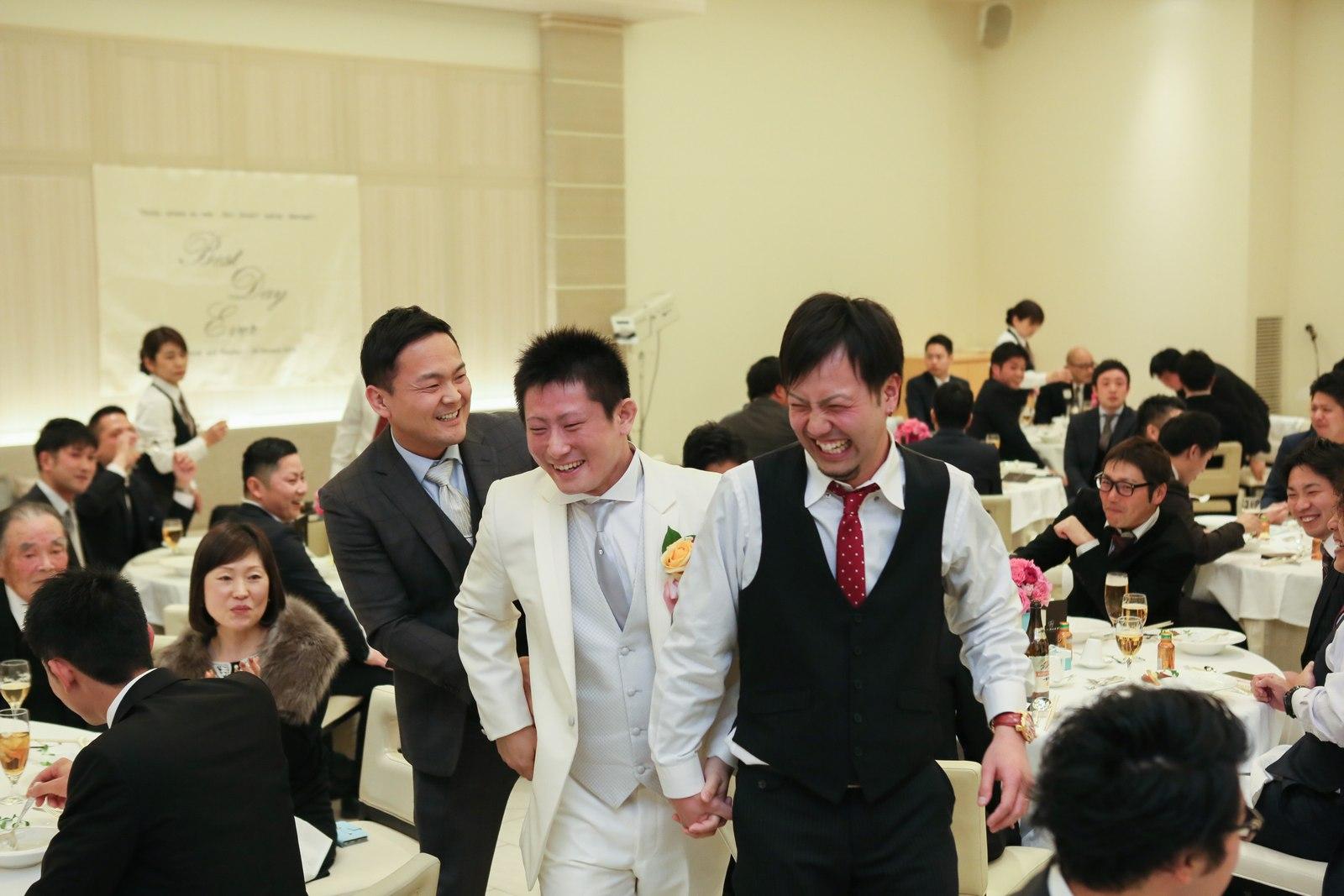 高松市の結婚式場アイルバレクラブで中学時代からの友人と退場