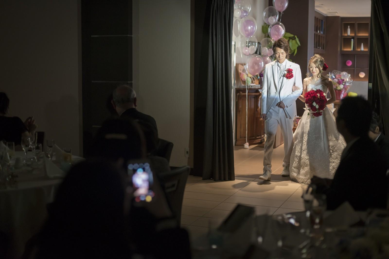 高松市の結婚式場アイルバレクラブの入場シーン