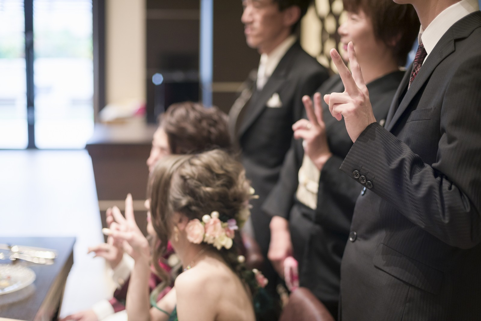 高松市の結婚式場アイルバレクラブのメインテーブルで記念撮影
