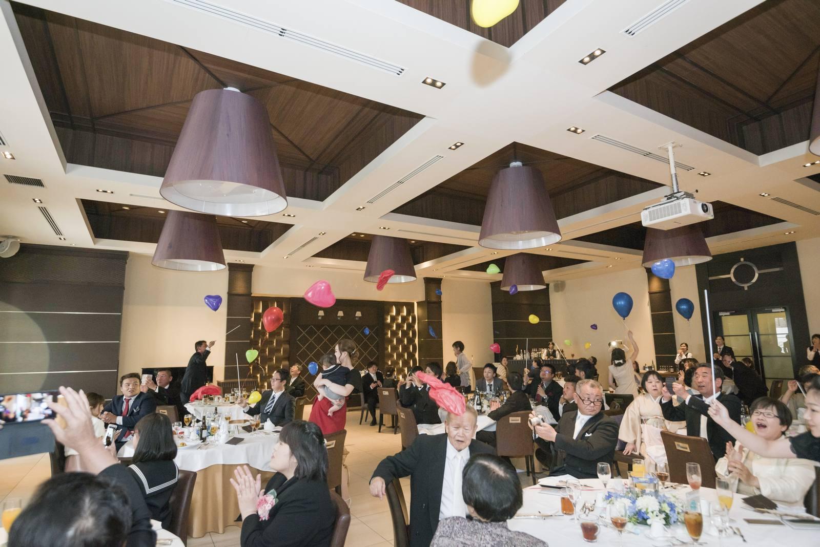 高松市の結婚式場アイルバレクラブでサプライズツアーバルーン