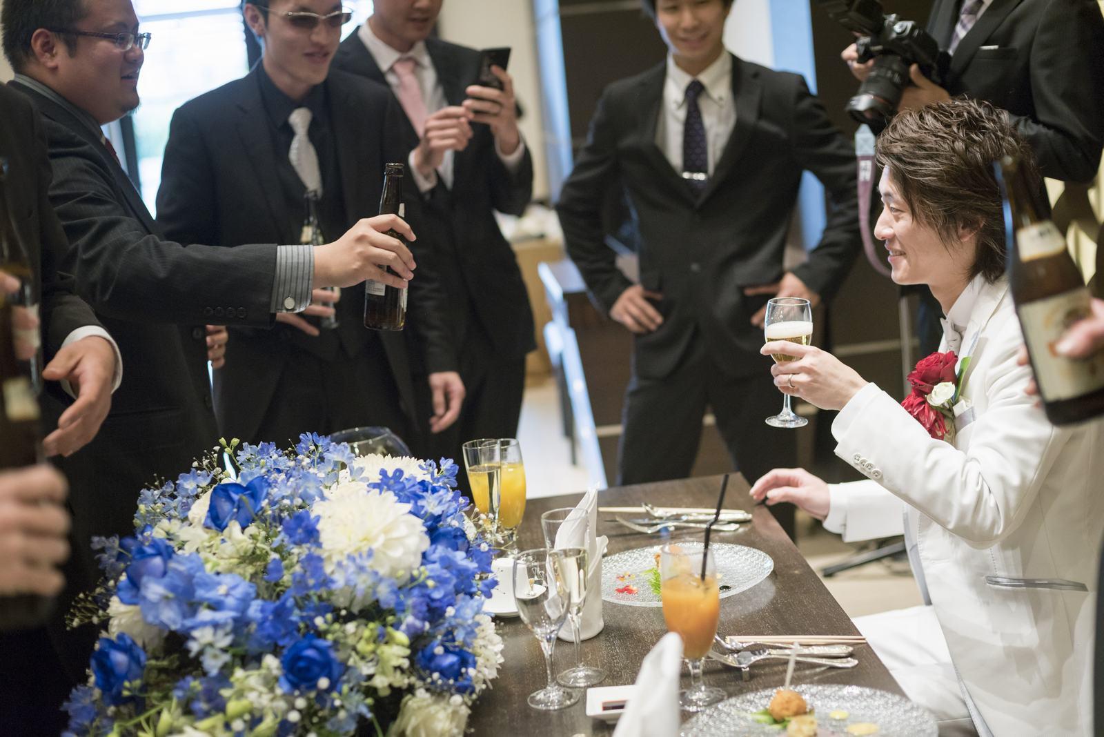 高松市の結婚式場アイルバレクラブのメインテーブルで乾杯