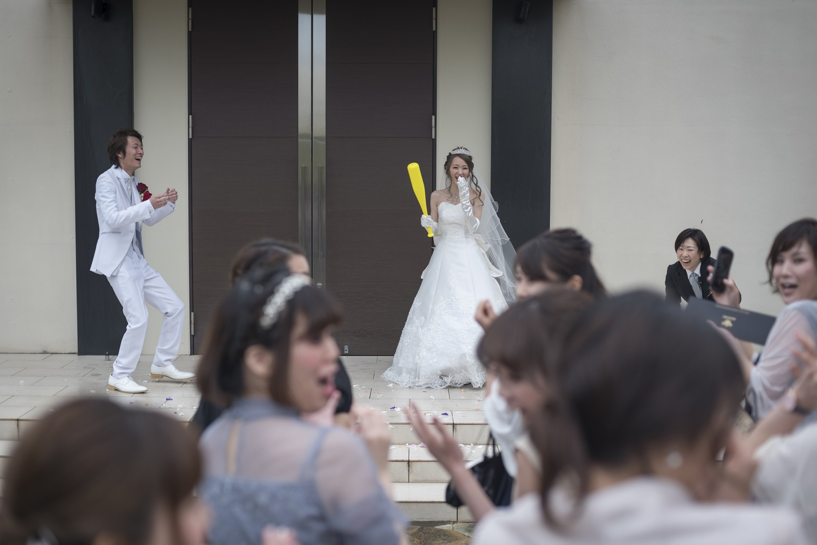 高松市の結婚式場アイルバレクラブのアフターセレモニーでボールトス