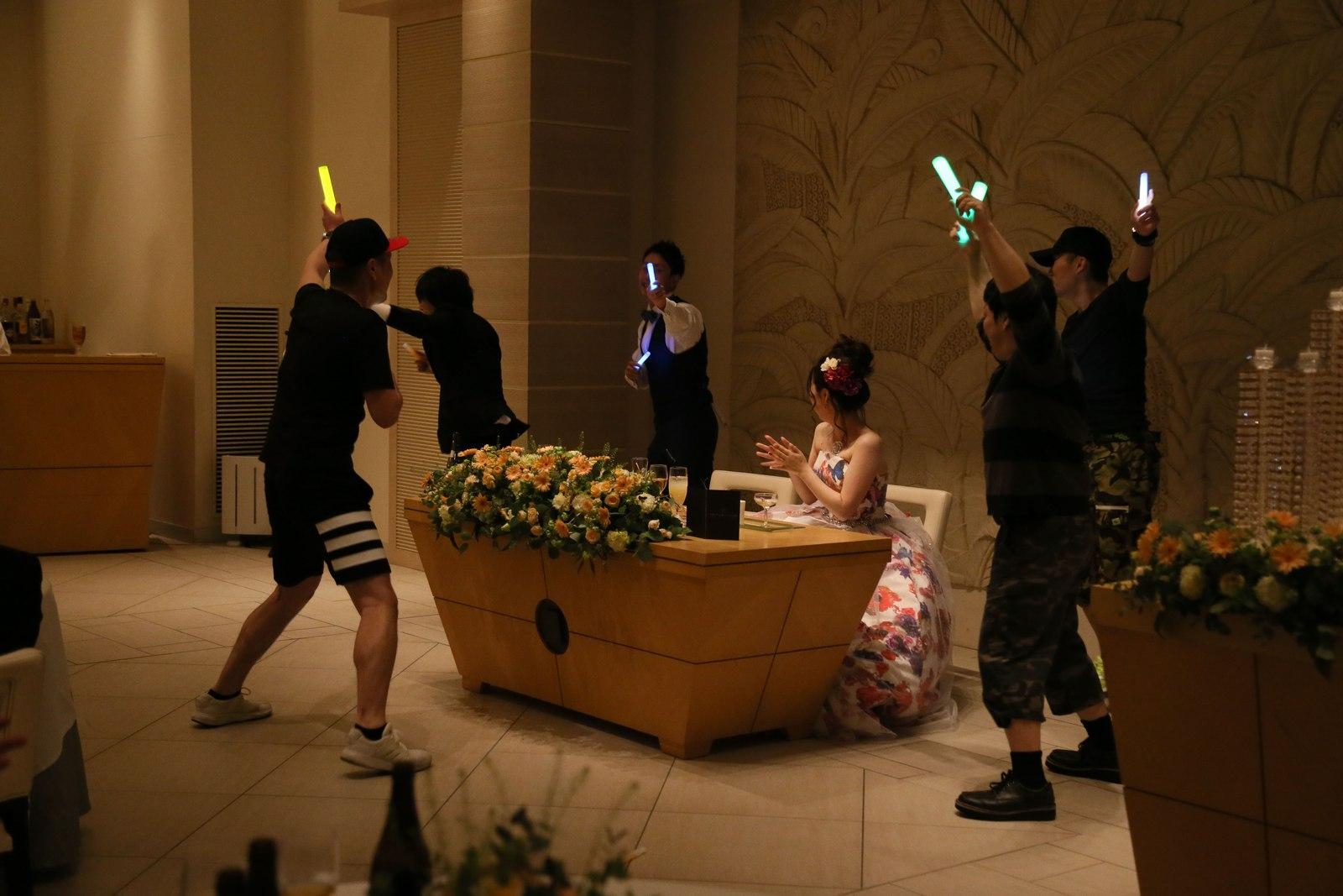 高松市の結婚式場アイルバレクラブの披露宴 皆様全力の余興で新婦様をお祝い♪