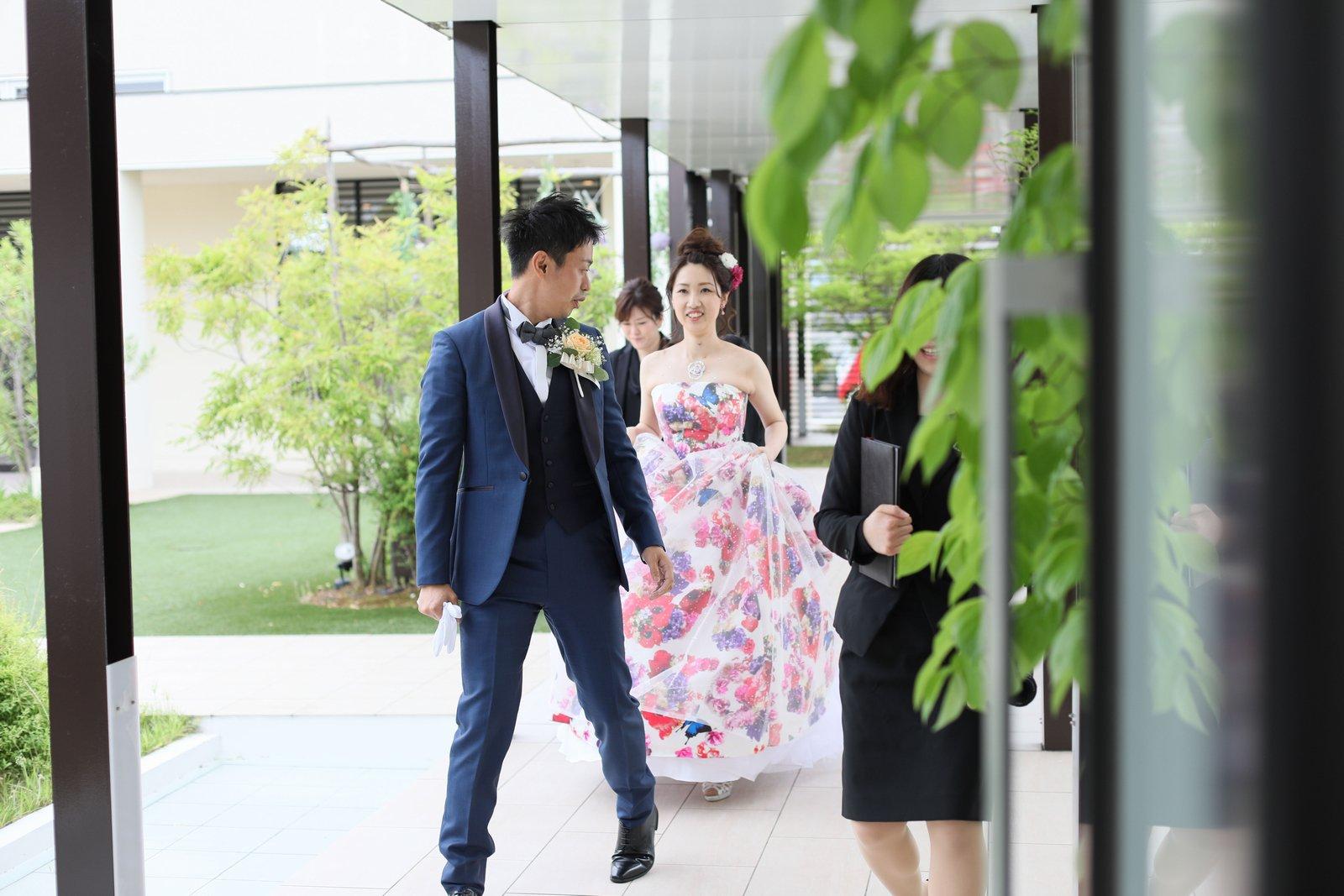 高松市の結婚式場アイルバレクラブの披露宴 お色直しを済ませてカクテルドレスに身を包み。