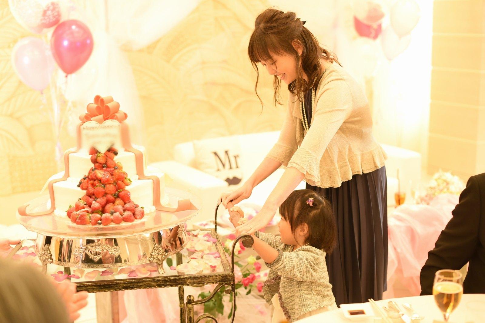 高松市の結婚式場アイルバレクラブ ケーキキャリー