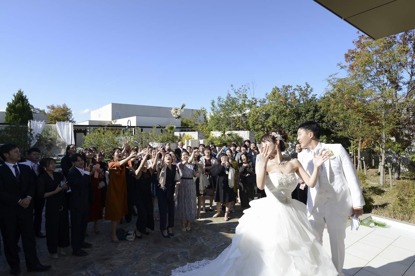 高松市の結婚式場アイルバレクラブ ブーケトス