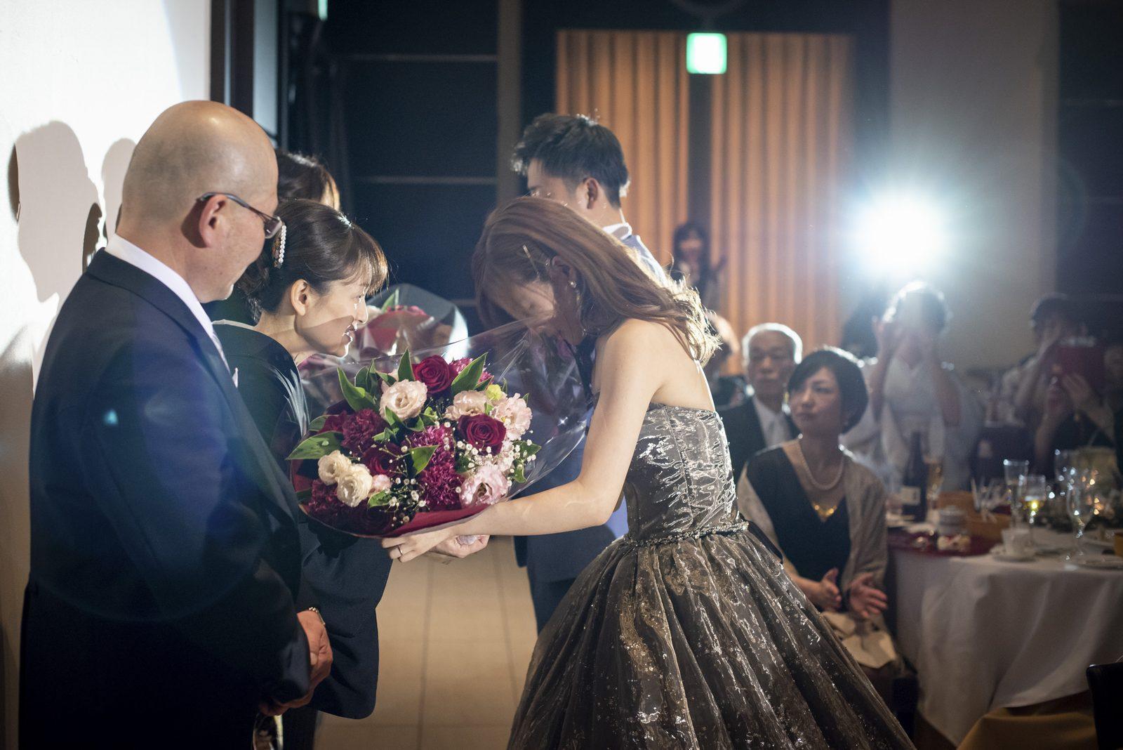香川県高松市アイルバレクラブの花束贈呈
